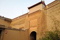 暖泉古鎮:黃墻厚土  古堡時光